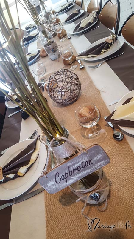 Genouilly decoration-table-mariage-droite-centre-toile-jute-naturel-champetre